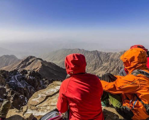 Marokko Berge und Wandern, Ausblick vom Gipfel des Jbel Toubkal im Atlasgebirge
