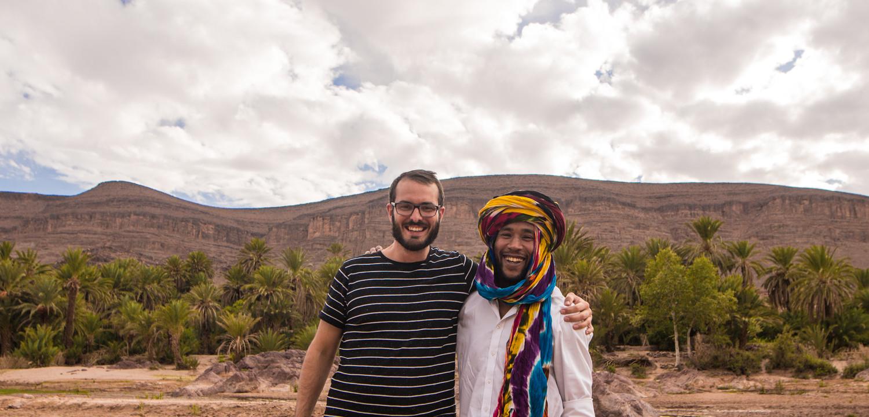 Marokko Adventures Erlebnisreisen, Reisender in einer Oase in Marokko
