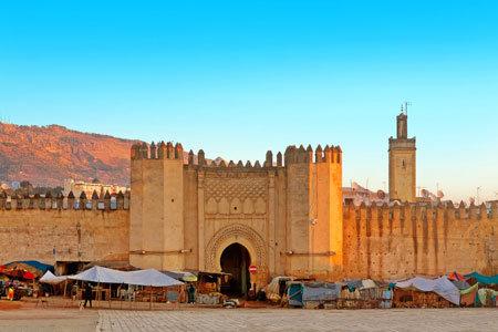 Marokko Stadtleben, Mittelaterliches Stadttor zur Medina von Fès
