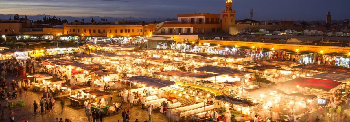 Marokko Stadtleben und Märkte, Djemaa el Fna in Marrakesch